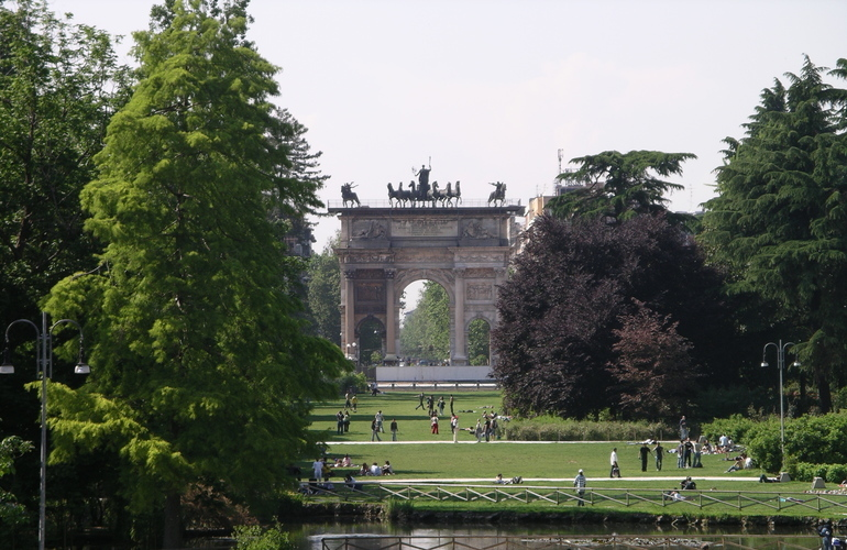 Milan_park_and_arch
