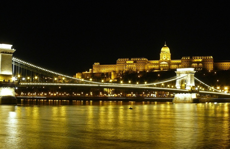 Budapest_buda_castle_by_night